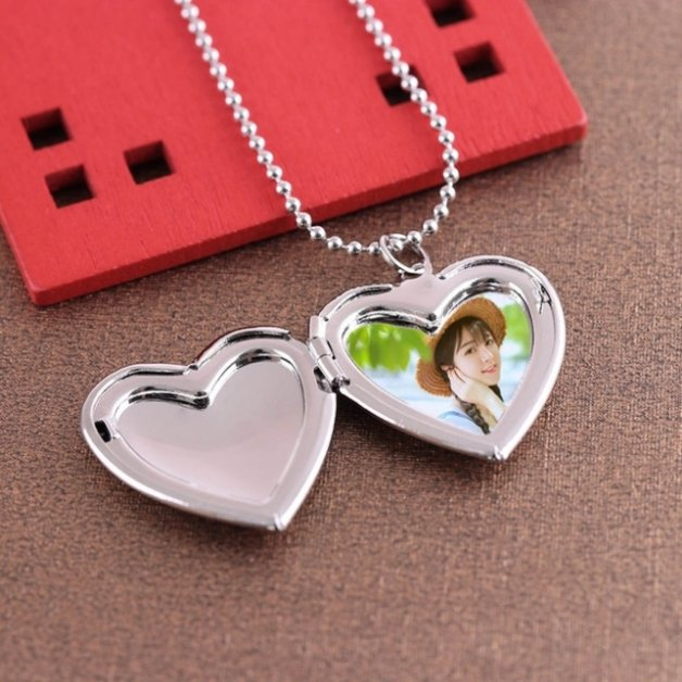 Woman's heart medallion necklace for silver color photo